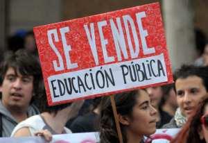 Se vende la Educación Pública